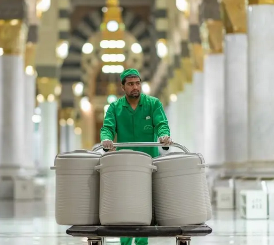 حافظات زمزم تعود للمسجد النبوي