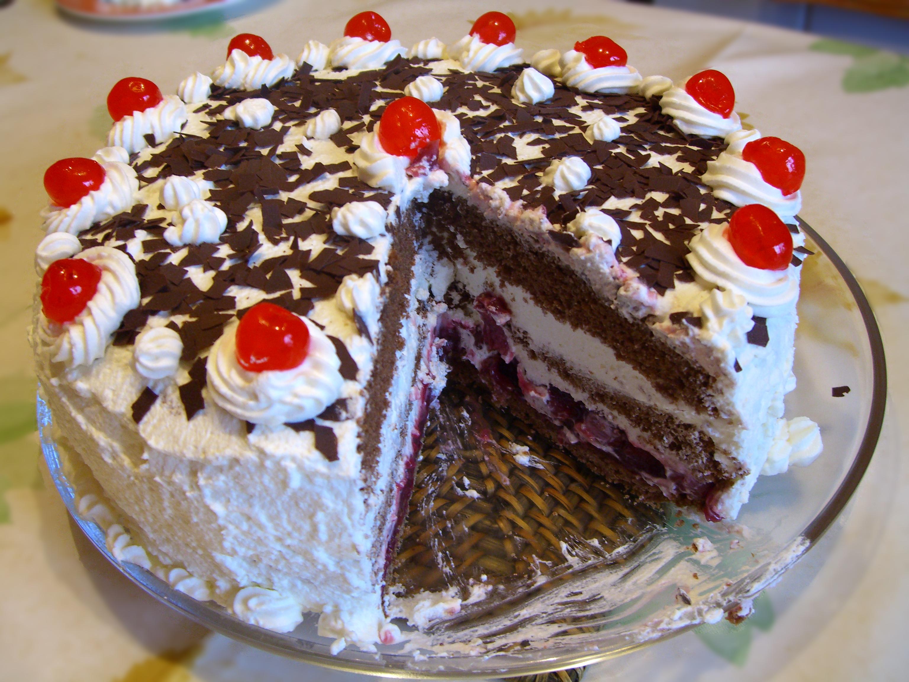 """اربد : إصابة (4) فتيات بحالات تلبك معوي نتيجة تناول كعكة """"الجاتو"""""""