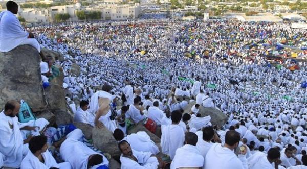 مليونا مسلم يؤدون مناسك الحج الأحد