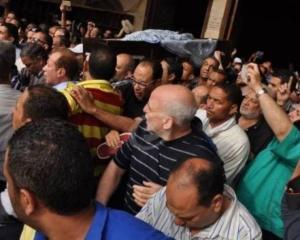 نجم مصري شهير حضر جنازته حياً .. وزغردت لأجله فنانة شهيرة! (صورة)