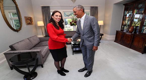 أوباما يقدم نصائح أبوة وأمومة لرئيسة الوزراء النيوزيلندية