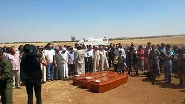 بالفيديو والصور .. دفن الطفل السوري الغريق وأخيه وأمه في كوباني