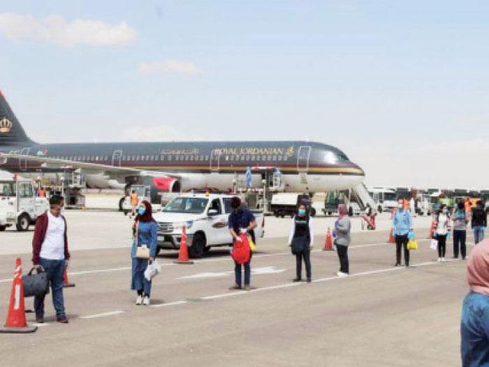 """أردنيون تقطعت بهم السبل يتعلقون بـ """"أمل العودة"""""""