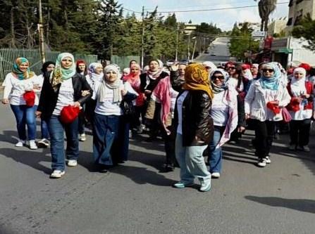 مدرسة اسكان الجامعة تنظم مسيرة لدعم مرضى السرطان