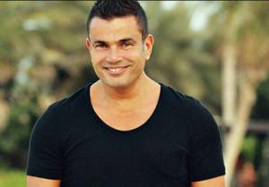 فتاة تطلب من عمرو دياب تصوير أغنيته الجديدة مع موديل محجبة