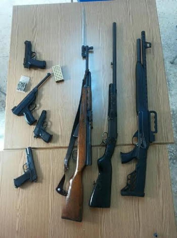مداهمة امنية لمنزل تسفر أسلحة