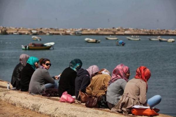 قراء ونشطاء مواقع التواصل الاجتماعي ينتقدون بشدة تقرير أساء لفتيات غزة