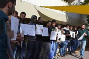 بالصور .. طلبة الجامعة الاردنية يعتصمون رفضاً لاتفاقية الغاز