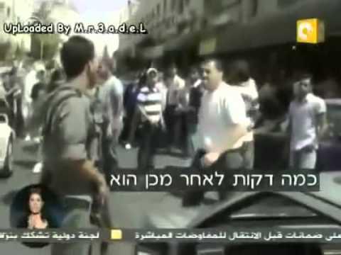 بالفيديو  ..  فلسطيني يضرب ضابطة اسرائيلية بعدما استفزته