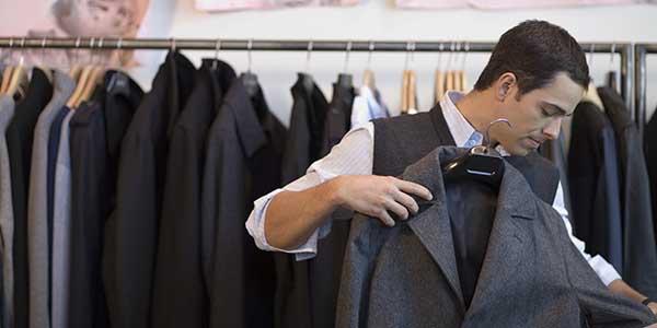 هل يجوز للرجل أن يرتدي الملابس الشفافة؟