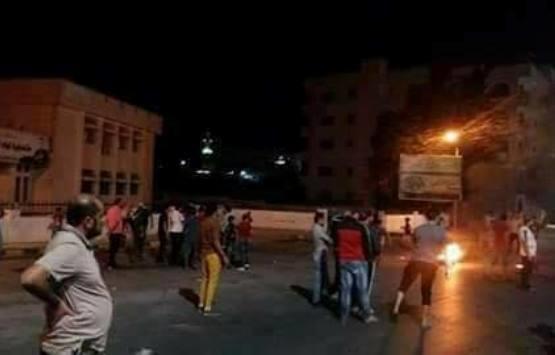 انسحاب قوات الدرك من محيط دوار الرمثا و المئات يحاولون الوصول إلى مبنى المتصرفية