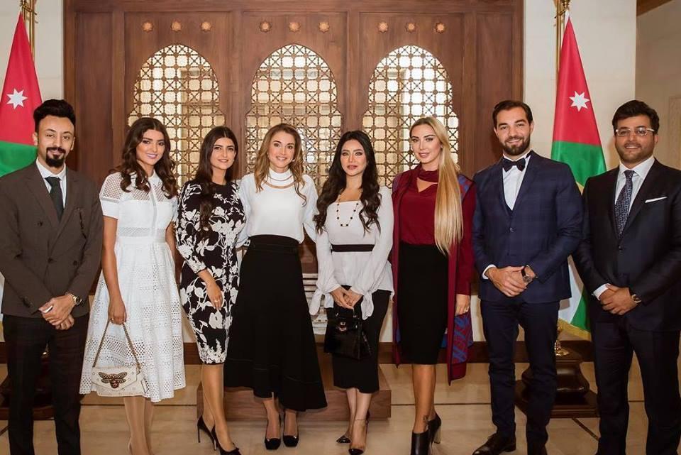 """بالصور ..  الملكة رانيا تلتقي علا الفارس وجويل و لجين عمران في """"اسبوع عمان للتصميم"""""""