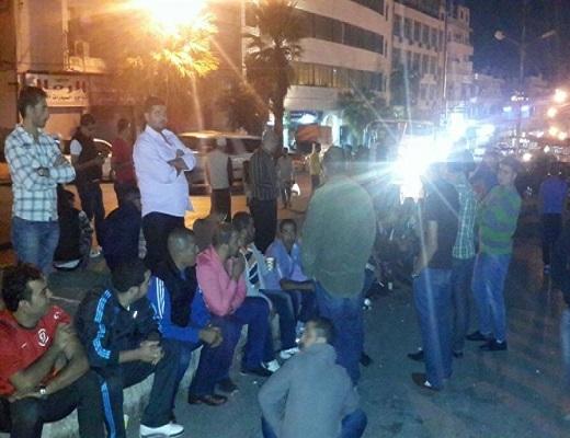 العشرات من أصحاب البسطات يتجمهرون بسوق العبدلي