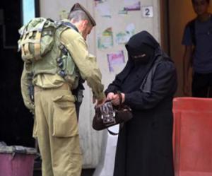القدس : اعتقال سيدة بحجة محاولة طعن جندي