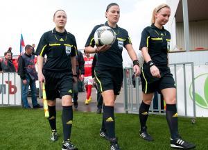 فتاة روسية تدير نهائي دوري أبطال أوروبا