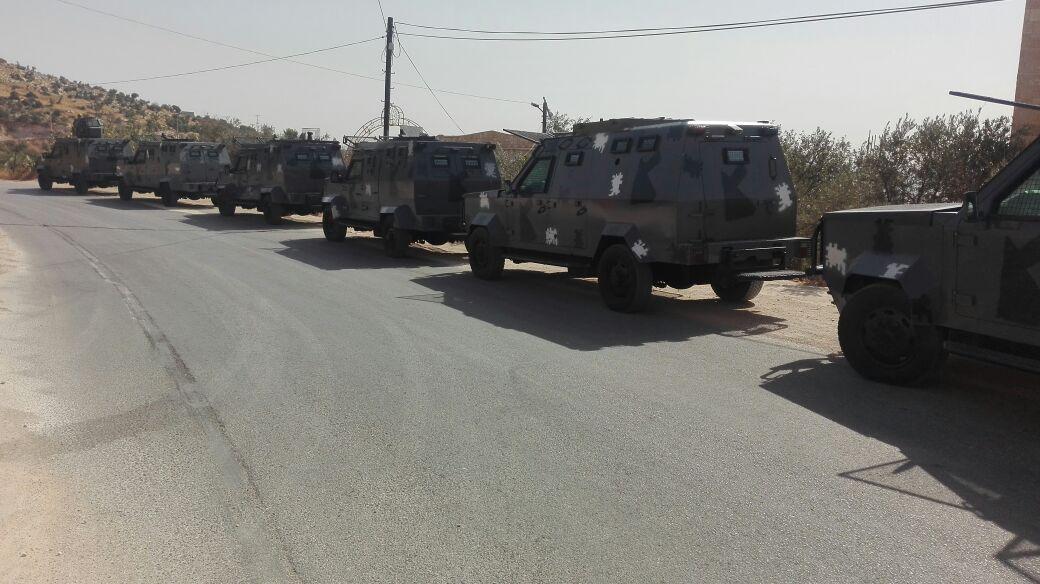 بالصور ..  الكهرباء تفصل التيار عن منازل في جرش بمساندة من قوات الدرك والشرطة العسكرية