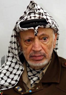 """صحيفة بريطانية : """"الموساد الإسرائيلي"""" قتل عرفات عن طريق فرشاة أسنانه!"""