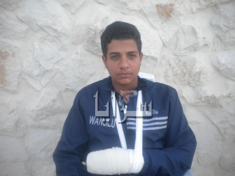 """معلم يعتدي بالضرب على طالب بـ""""ماسورة"""" بوادي موسى (صور)"""