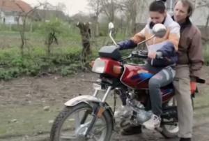 شاهد بنت أول مرة تركب دراجة نارية