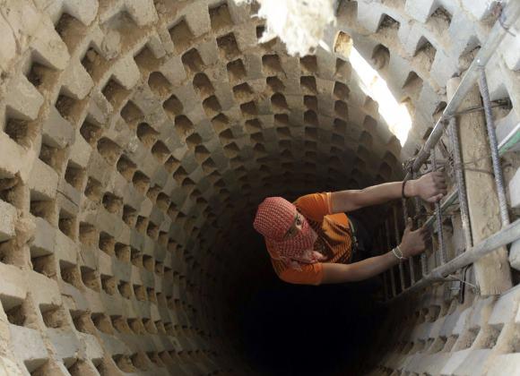 إسرائيل تُقّر: حماس قادرةٌ على اختراق العائق الأمنيّ وأنفاقها تحت الأرض متشعبّةً مثل شبكة القطارات بالغرب