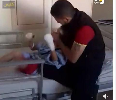 """فيديو يدمع القلب  ..  طفل سوري يستيقظ و يتفاجىء انه فقد بصره بانفجار لغم """"ردة فعل مبكية"""""""