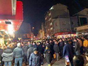 بالصور و الفيديو  ..  تزاحمات و معارك على شراء الأكل في تركيا بعد إصدار قرار حظر التجول لـ 48 ساعة