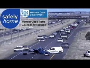 بالفيديو .. حادث تصادم عنيف يتسبب في سحق سيارة بشكل كامل