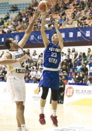 (سلاح الثلاثيات) يسقط منتخب السلة أمام تايوان في (وليام جونز)