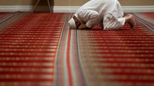 هل تجوز الصلاة في وسيلة المواصلات مع ترك القبلة وبعض الأركان ؟