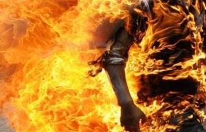 الرمثا :شاب يحرق نفسه ويقتل والده حرقا ويصيب ابن عمه