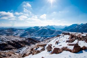استمتع برحلات وباقات سياحية متنوعة لشتاء السعودية