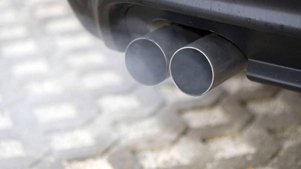 ما أسباب رائحة عادم السيارت ؟