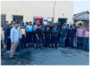 بالصور  ..  عمال شركة الكهرباء الوطنية ينفذون وقفة احتجاجية لتنفيذ مطالبهم الحقوقية