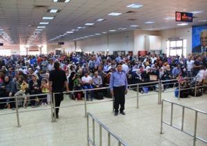 الاحتلال يمنع سفر 18 مواطنًا عبر معبر الكرامة