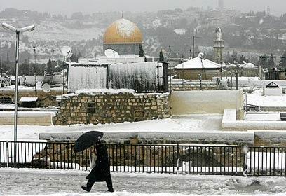 الثلوج وصلت فلسطين وتسقط على جبال الجليل وحتى الخليل وتتقدم نحو القدس