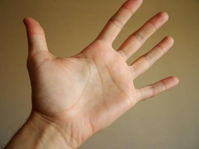 مفاجأة ..  الرجال ذوو الأصابع الطويلة أقل عرضة للوفاة من كورونا!