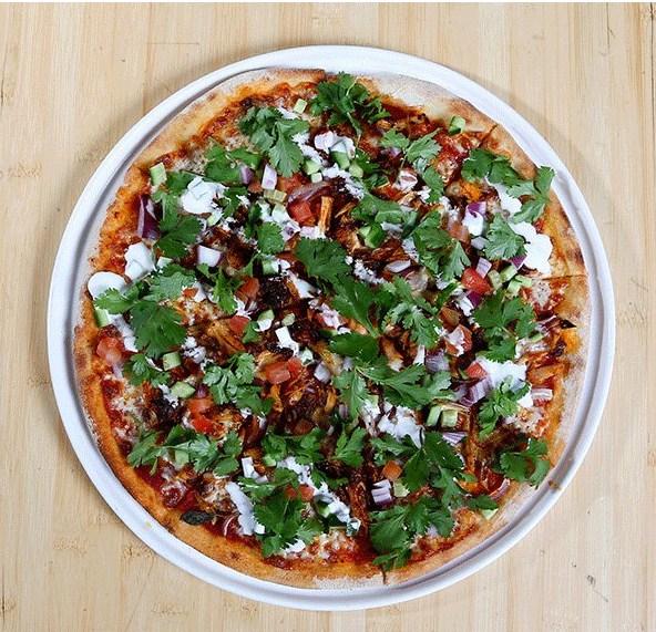 البيتزا بالخضراوات والدجاج
