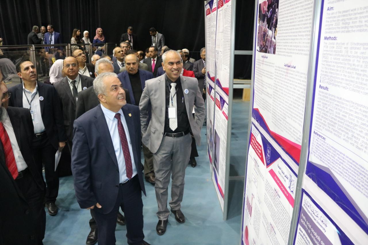 ملتقى متميز للبحوث العلمية في جامعة عمان الاهلية