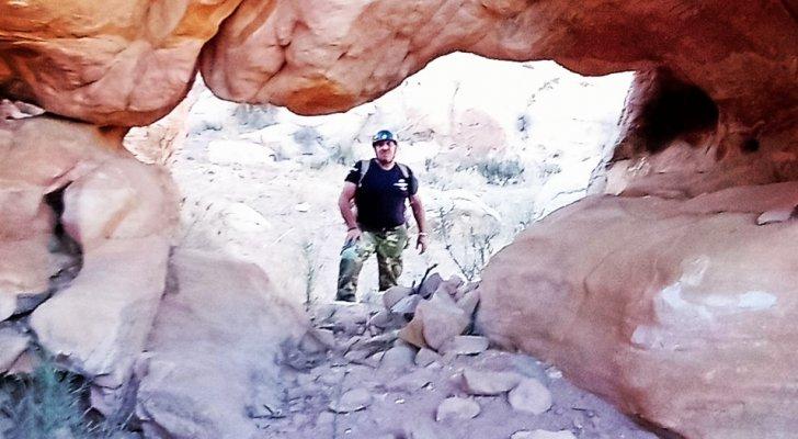 مغامر يستكشف 7 مسارات سياحية آمنة في أودية وجبال الطفيلة