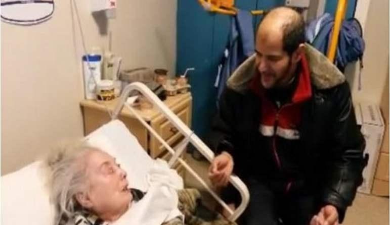 بالفيديو  ..  قصة تقشعر لها الابدان  ..  عجوز تشهر إسلامها على فراش الموت