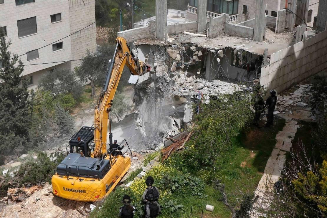 بلدية الاحتلال تخطر بهدم 13 منزلاً في سلوان