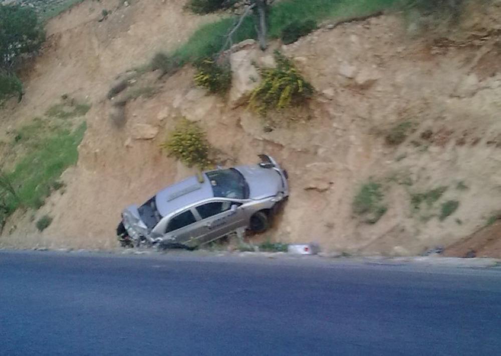 معان : وفاة شخص وإصابة اثنين بحادث تدهور