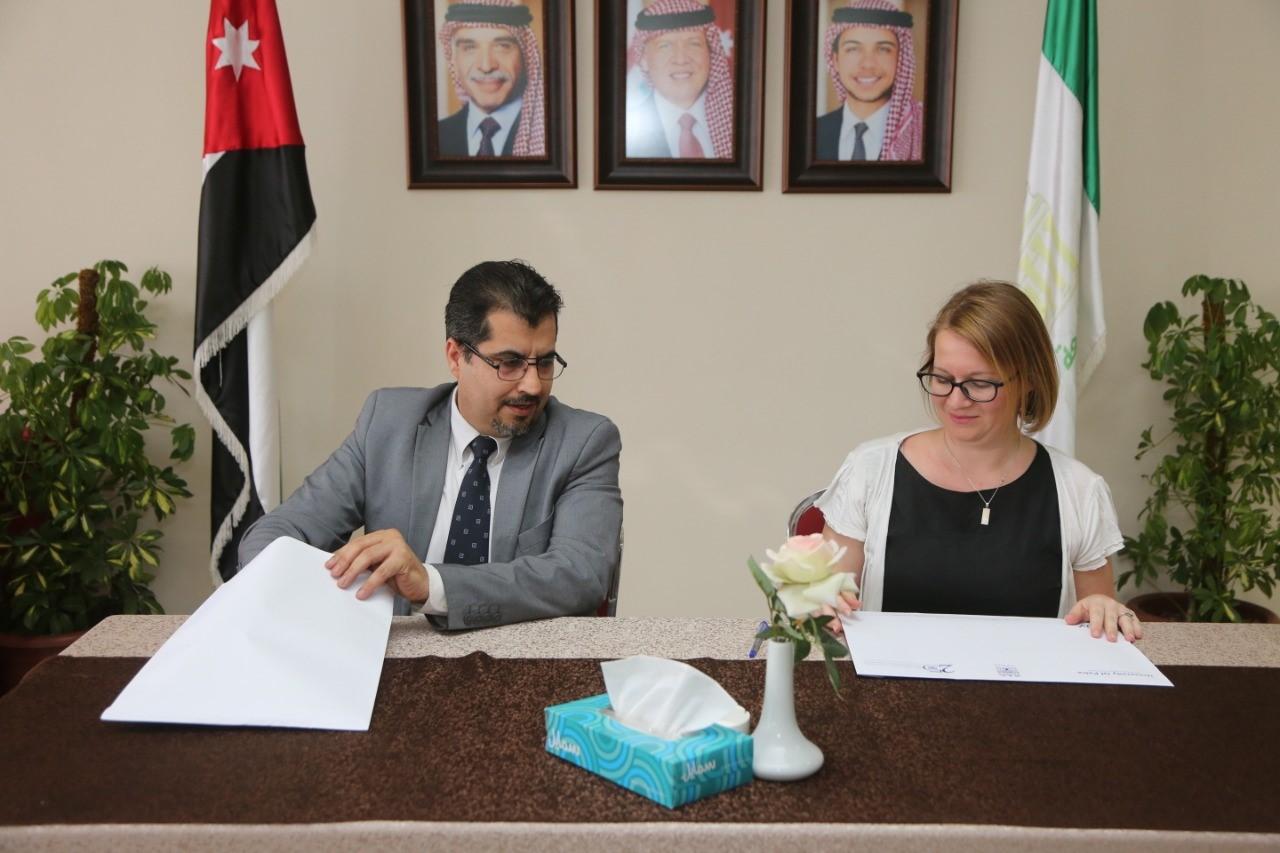 توقيع اتفاقية تعاون وتدريب بين جامعة البترا والمعهد الفرنسي في الأردن