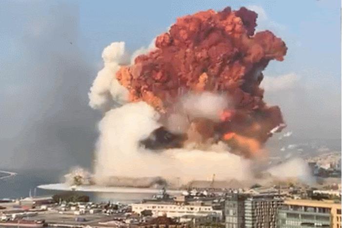 انفجار بيروت ..  الصورة الأخيرة لفريق الإطفاء اللبناني المفقود.