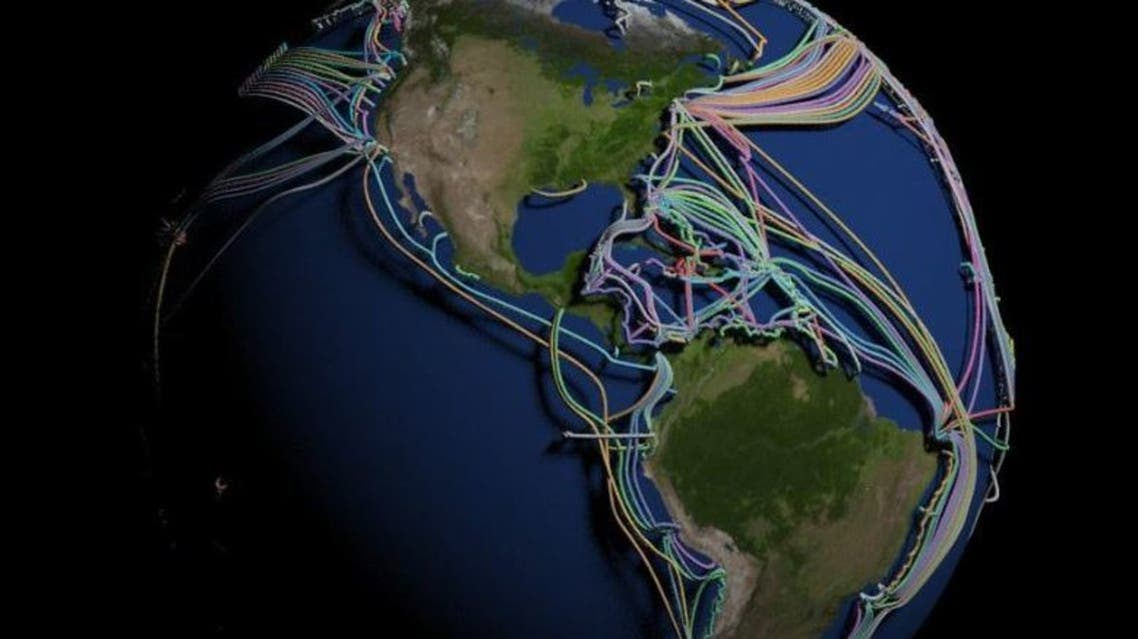 عالم غارق في الكابلات ..  خارطة 3D مذهلة للكرة الأرضية