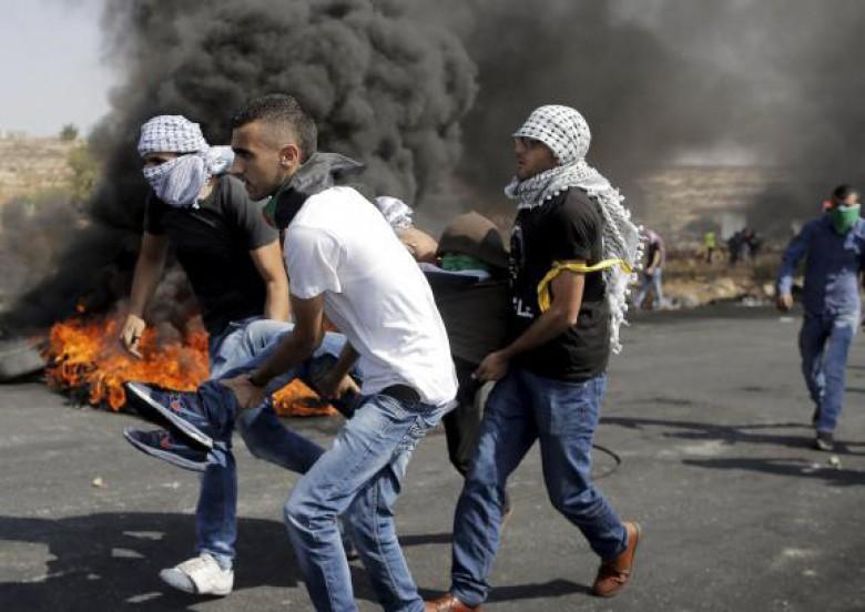 45 إصابة بمواجهات عنيفة بين الفلسطينيين وقوات الاحتلال في الضفة