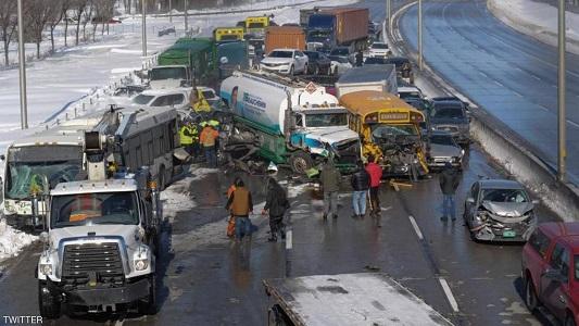 بالصور ..  هلع و خوف بين السائقين اثر اصابة 70 شخصاً بحادث تصادم بين 200 مركبة