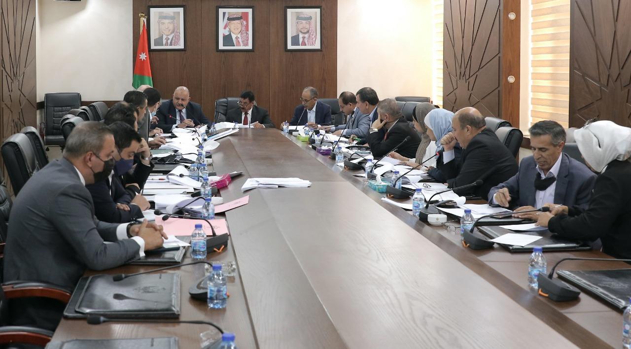 مشتركة نيابية تواصل إقرار مواد مشروع قانون البلديات واللامركزية