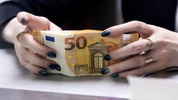 تعرف على العملات التي أثر فيها ارتفاع الدولار الرابط البديل: