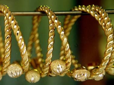 سعر غرام الذهب ينخفض 25 قرشا